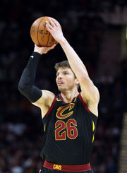 Kevin Love returns, LeBron James shines in Cavaliers' 124-117 win over Bucks