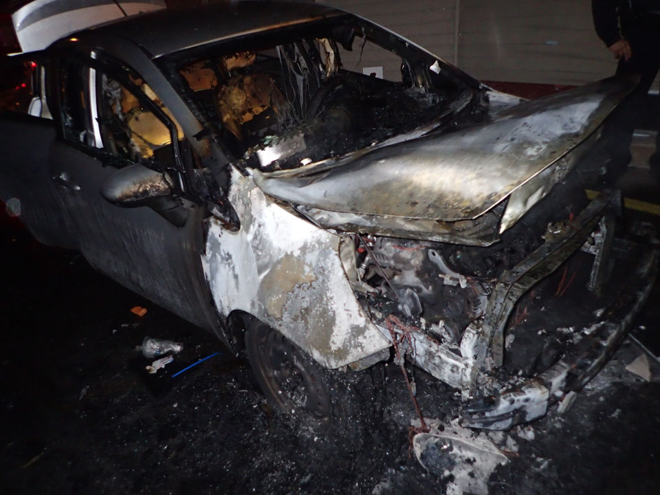 Springfield fire destroys car, damages 2 homes