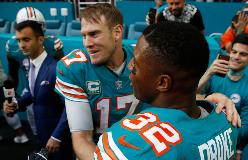 Patriots fans react to Dolphins miracle touchdown on final play: 'Like a dagger in my heart'