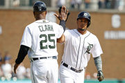 White Sox hit 4 home runs in 2 innings to beat Tigers, even series