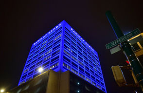 The Barclay Damon Tower in downtown Syracuse will be lit up in the color red on Sunday night in support of SU football legend Tim Green and all people fighting ALS. Green, a local icon who was an All-American defensive lineman for the Orange in the mid '80s, will go on 60 Minutes on Sunday night to talk about his battle with ALS.