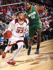 UMass men's basketball suffers fifth straight loss, falls 68-63 to George Mason