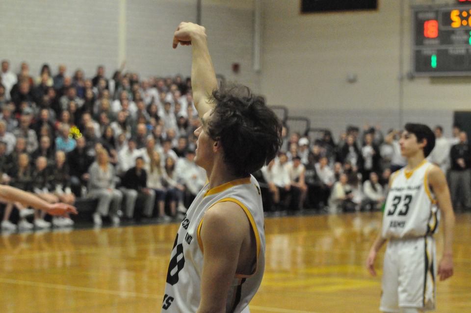 Massachusetts high school boys basketball masslive 7 southwick boys basketball holds off no 10 renaissance in western mass fandeluxe Image collections