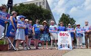 Sen. Elizabeth Warren endorses ballot question to require nurse staffing ratios