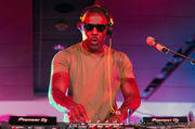 Idris Elba rocks the Superlounge at Essence Fest 2018