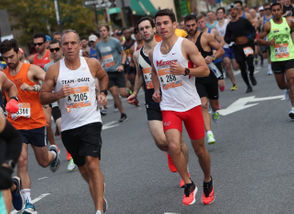 Staten Island's fastest finisher Kyle Hannafin (#288, 1:18:38) traveling along Bay Street in the Staten Island Half-Marathon ~ NYRR Five-Borough Series. October 14, 2018. (Staten Island Advance/Derek Alvez).