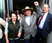 Federal prosecutors urge judge to reconsider dismissal of case against Cliven Bundy