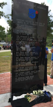 Monument to fallen police officers unveiled in Covington