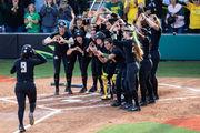 Hot bats, stellar pitching power Oregon Ducks softball past Kentucky, into Women's College World Series