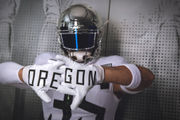 Oregon Ducks to wear road white uniforms with chrome wings at Washington State