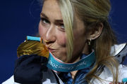Winter Olympics 2018: Mikaela Shiffrin rallies to win giant slalom, Norway dominates men's downhill