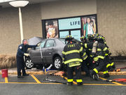 1 injured as car hits pole, hydrant at Staten Island Mall