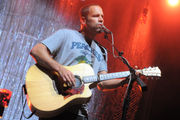Jack Johnson treats Tuscaloosa to an expectedly pleasant and groovy evening