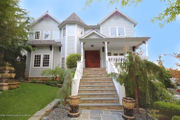 Staten Island Home of the Week: Palatial foyer, open-center hallway, Tottenville, 2.5M