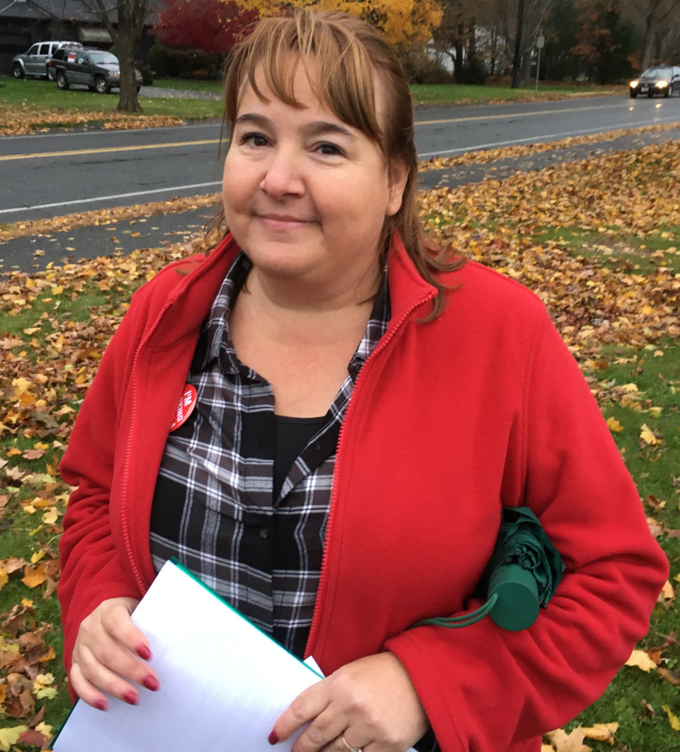 Teachers picket Norris School in Soouthampton over stalled contract