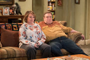 'Roseanne' canceled: What fans and celebrities think following star's racist tweet
