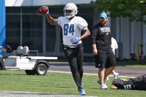Hakeem Valles caught two touchdown passes, one of which came while he was working with the first team. Seriously, make a mental note on this guy, because he's putting together an intriguing case to crash the party at tight end when the roster is whittled down in two weeks.