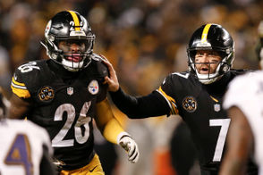 Le'Veon Bell could've remained a Steelers running back. He repeatedly, very nearly did, he told Sports Illustrated in a lengthy interview. The New York Jet also elaborated on some issues with Ben Roethlisberger, what he turned down from Pittsburgh when, why and how he watched the team this past season — among other interesting topics. You should absolutely read the article, and check out some context added to the highlights below: (AP Photo/Keith Srakocic)