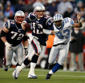 Dec. 3, 2006 The Patriots were a two-touchdown favorite at home against Detroit, but it was the Lions that held a 21-13 lead midway through the fourth quarter. Detroit proceeded to turn the ball over on its final three possessions, and Brady led two touchdown drives to give the Patriots a 28-21 victory. Brady completed 27 of 38 passes for 305 yards (and one interception) that day.