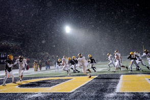 There was snow and cold and some amazing performances along with a number of surprisingly lopsided scores Friday. Below you'll find the best from the regional finals, including videos, photo galleries and top tweets. MORE: Third-round brackets | Scoreboard What's on tap for today? Saturday's schedule is at the bottom of the page.