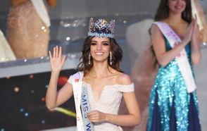Miss Mexico Vanessa Ponce de Leon reacts after winning the 68th Miss World contest final in Sanya, on the tropical Chinese island of Hainan on December 8, 2018.
