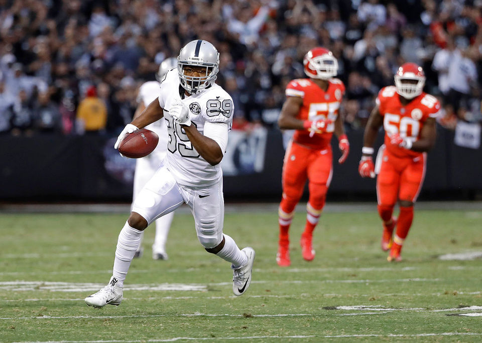 Raiders pick up $13.9 million option for 2019 season on Amari Cooper's contract