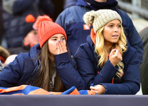Fans react during Syracuse vs. Notre Dame at Yankee Stadium, Bronx, New York, Saturday November 17, 2018. Scott Schild | sschild@syracuse.com