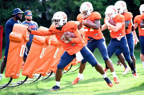 The Syracuse football team head to practice as they prepare for the 2018 season opener at Western Michigan.