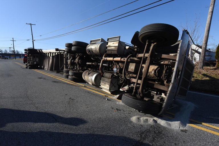 Manure Truck Rolled : Truck hauling horse manure rolls over after sharp curve on