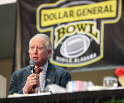 Archie Manning shares football life at annual Dollar General Bowl event