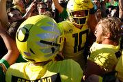 Oregon Ducks top rival Washington Huskies in instant college football classic