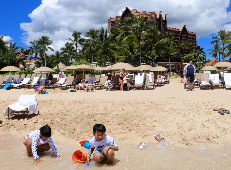 Children Play In One Of The Man Made Lagoons At Ko Olina With Disney Resort Aulani Rising Behind Them Alex Ski For Washington Post