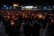 TCNJ community gathers for candlelight vigil to honor students in head-on crash