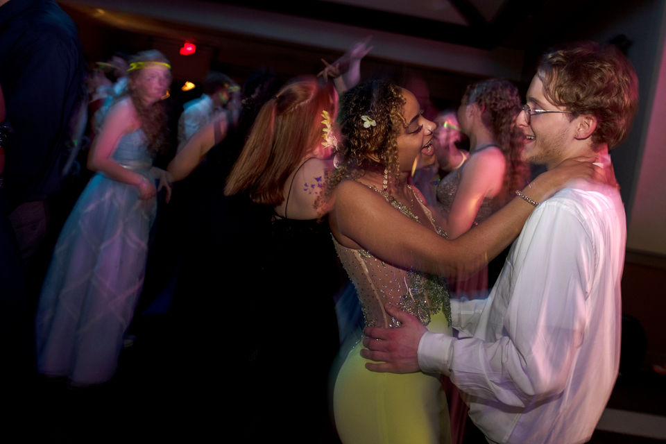 """Hudsonville goes to prom 2019 with """"Night Under the Stars"""" theme"""