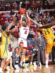 UMass men's basketball recovers from early offensive woes, holds off Quinnipiac 69-63