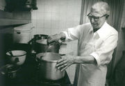 Joe Casamento founded an oyster institution in 1919: Bites from the Past