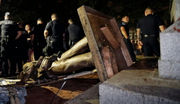 Protesters at UNC-CH pull down Confederate statue: report