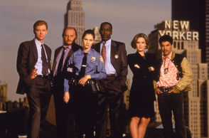 The cast of the television police drama 'NYPD Blue' pose on top of a roof in New York, New York, 1993. (L-R) David Caruso, Dennis Franz, Amy Brenneman, James McDaniel, Sherry Stringfield, and Nicholas Turturro.