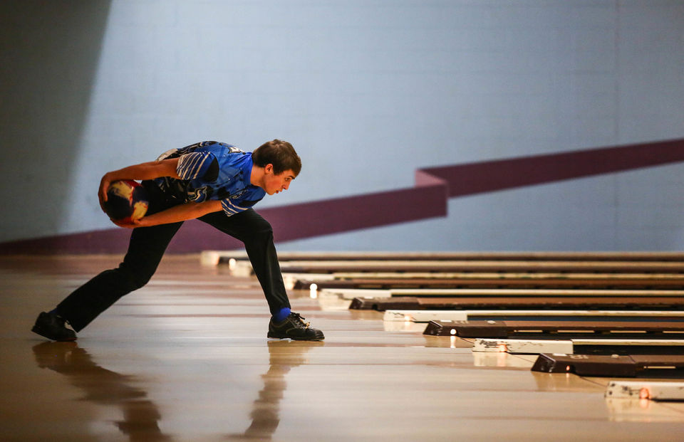 High school bowlers land crowning achievement at singles