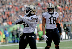 Alvin Kamara is on pace to record the second highest yards from scrimmage total by a Saints back in club history. With 546 rushing yards and 473 receiving yards, he is averaging 113.2 yard from scrimmage per game, which ranks seventh in the NFL. Deuce McAllister holds the Saints record for yards from scrimmage in a season with 2,157 yards in 2003. Kamara is on pace for 1,811 yards from scrimmage. Roger Craig and Marshall Faulk are the only players in NFL history to have 1,000 yards both rushing and receiving in the same season. Kamara would have to pick up the pace to join that elite company. But it's not entirely out of the question.