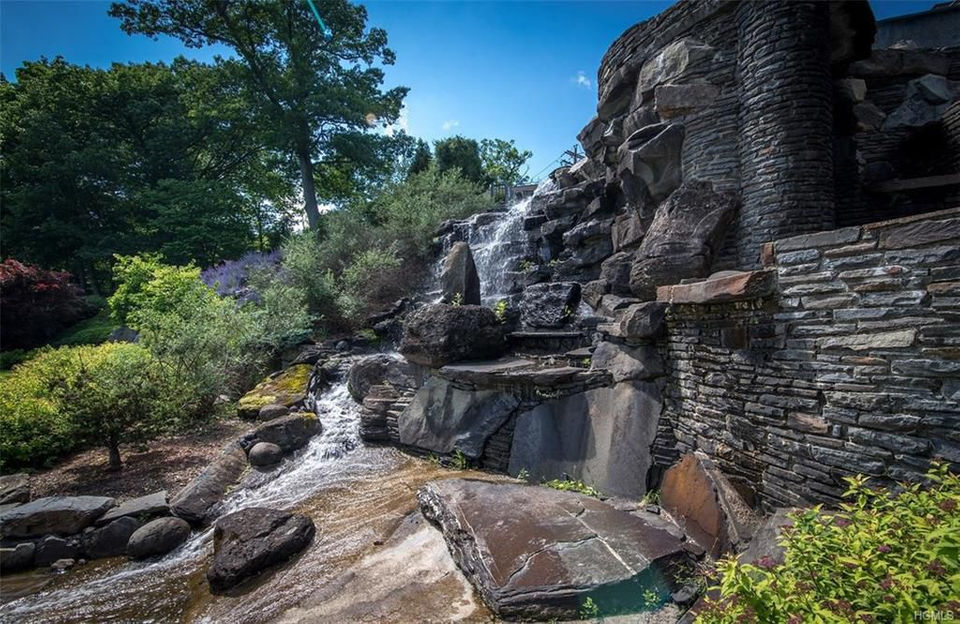 PHOTOS Derek Jeters Jaw Dropping Upstate NY Castle For Sale
