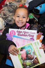 National Hispanic Christian Leadership Conference ofrece abrigos, juguetes gratis para familias inmigrantes