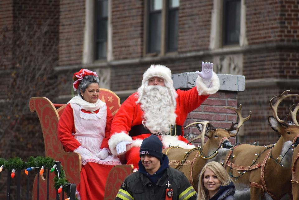 Ol' Saint Nick parades through North Hudson during 19th annual Santa Parade (PHOTOS)