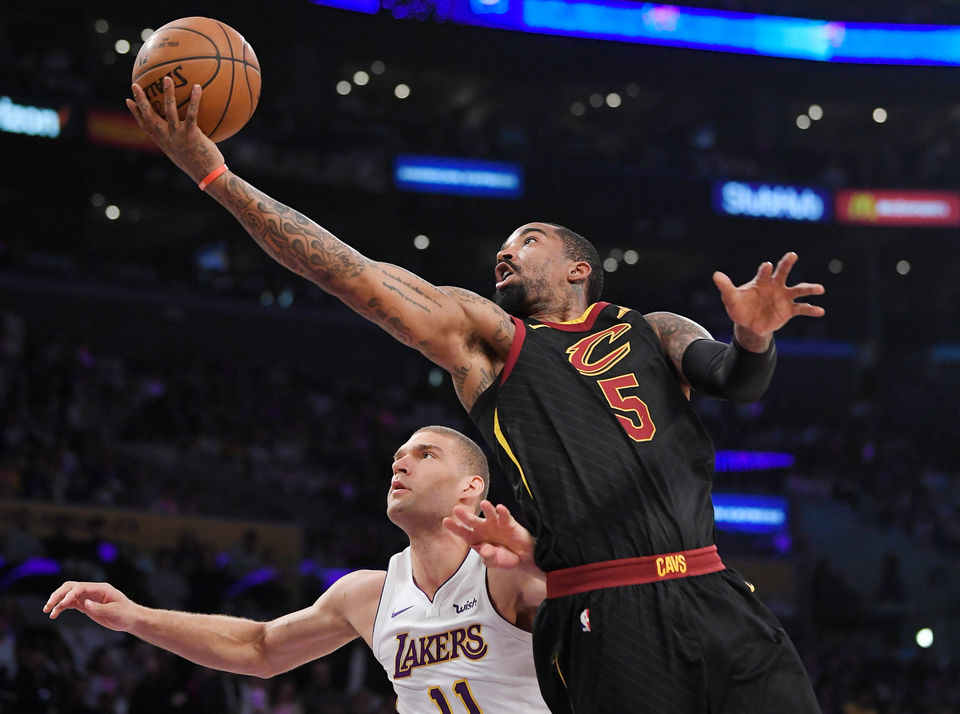 Isaiah Thomas, Lakers laugh at Cavaliers in 127-113 blowout that knocks Cleveland to fourth in East