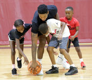 New Orleans Pelicans' Elfrid Payton hosts 200 at free basketball clinic
