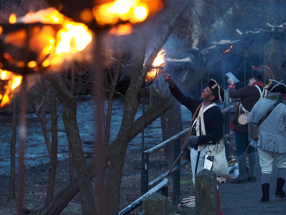 Revolutionary War re-enactors bring the Battle of Trenton to