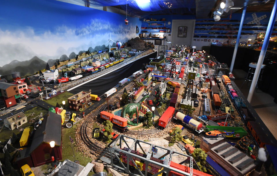 Large, elaborate model train display open to public one final time