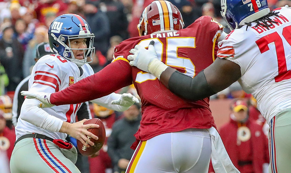 0578d1c543a Giants' Eli Manning outduels Redskins' Mark Sanchez in reunion of ...