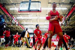 Slam dunk contest hypes hundreds at Grand Blanc Bobcat Madness