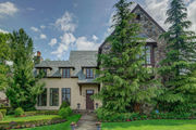 Staten Island Home of the Week: Dramatic 2-story entry, Dongan Hills, $2.3M